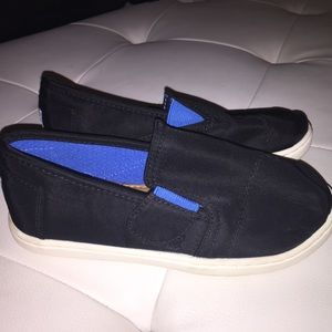 Kids' size 11 toms worn once! Great condition
